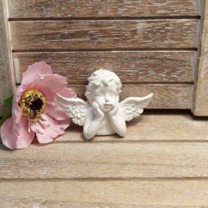 Ангел мечтающий из гипса.