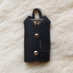 Ключница в виде пальто, на 4 ключа.