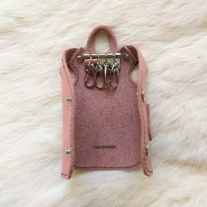 Ключница в виде пальто, розовая, на 4 ключа