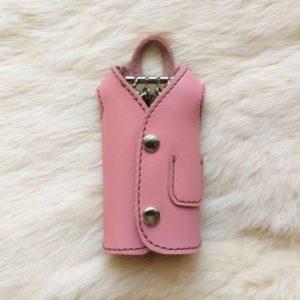 Ключница в виде пальто, розовая, ручная работа.