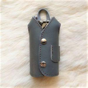 Ключница-пальто серая, сделана вручную.