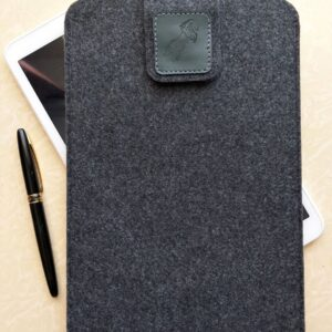 """Войлочный чехол ручной работы для планшета 10""""."""