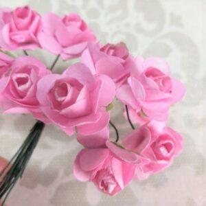 Бумажные розочки ярко-розового цвета, букетик.