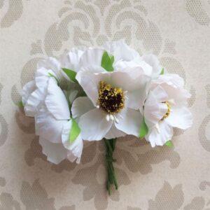 Букетик цветов мака, цвет белый.