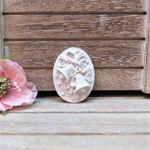 Камея новогодняя Колокольчики, гипс, 2,8*3,8 см.