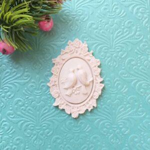 Рамка овальная с цветами и камеей Голуби, комплект.