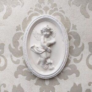 Барельеф Ангел в овальной рамке, гипс, 6,8*9,5 см.